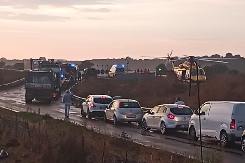 Furgone contro Jeep sulla Sassari-Olbia, un ferito trasportato in elisoccorso