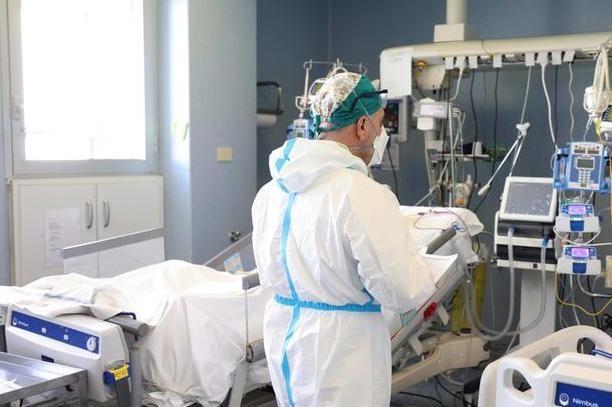 Un reparto di terapia intensiva\u00A0(Ansa)