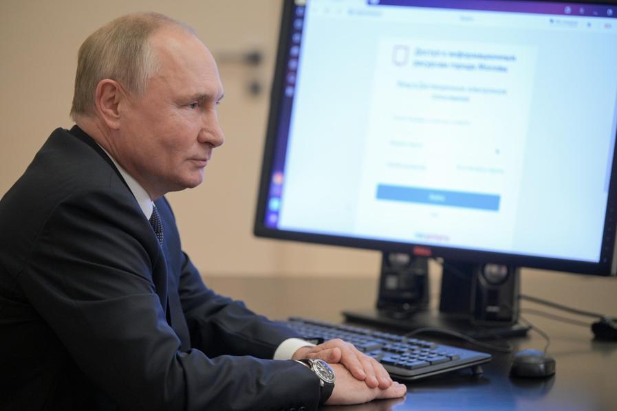 """In Russia aprono i seggi per il rinnovo della Duma: """"Attacchi hacker dagli Usa"""""""