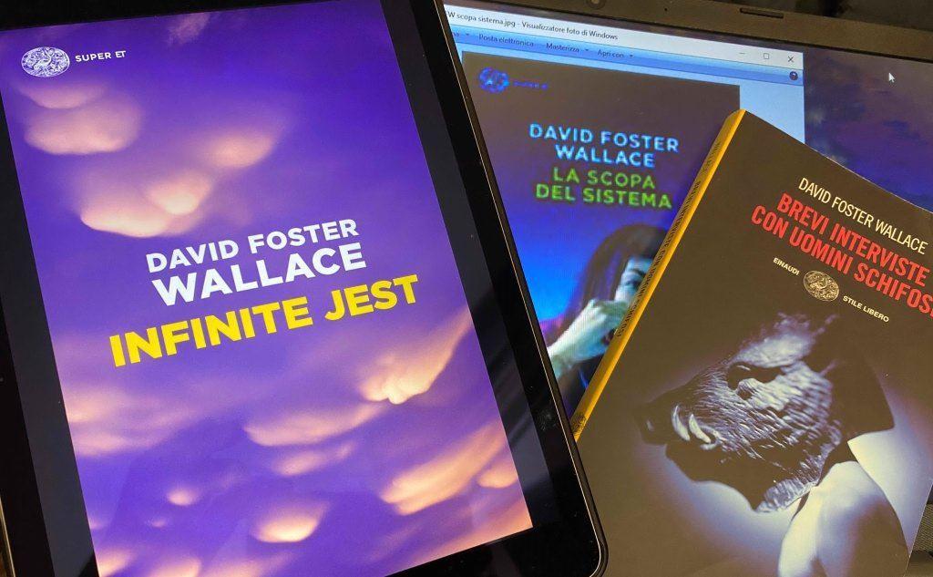 Le copertine di Infinite Jest e altri romanzi di DFW (foto Giuseppe Meloni)