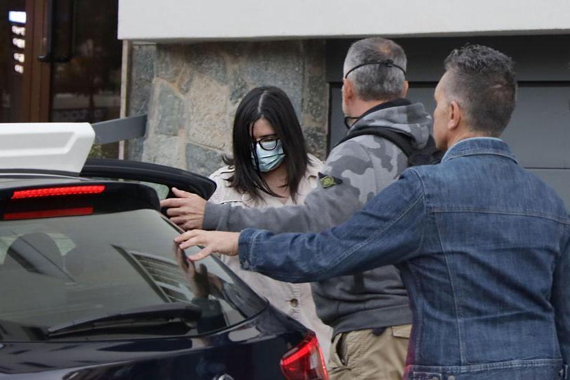 Una delle due figlie di Laura Ziliani portata in caserma (Ansa - Venezia)