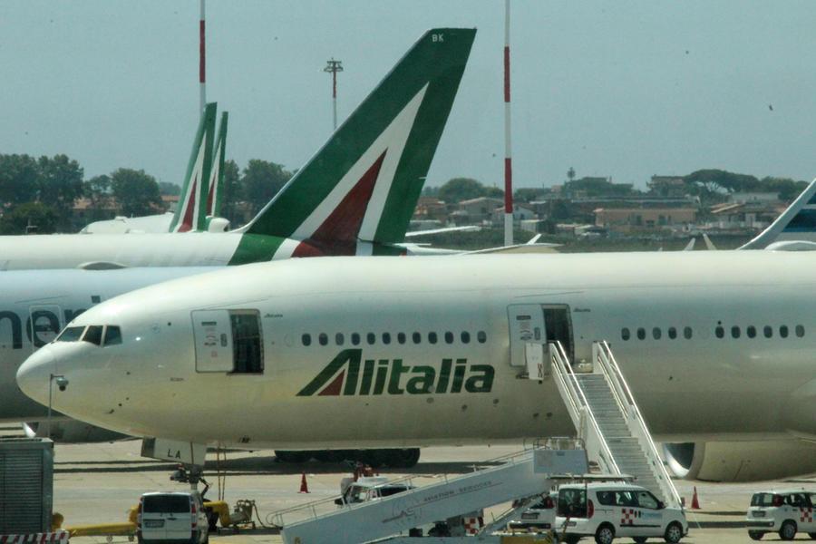 Un aereo Alitalia (Archivio L'Unione Sarda)