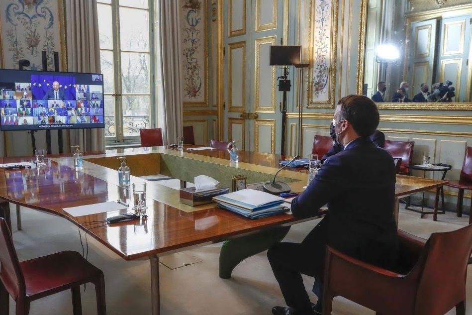 """Macron, mea culpa sui vaccini: """"Rispetto agli Usa l'Europa è un diesel"""""""