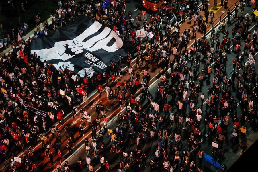 Brasile, migliaia di manifestanti in piazza contro Bolsonaro
