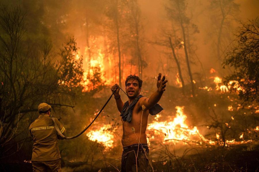 La Grecia continua a bruciare, inferno di fuoco aEvia - L'Unione Sarda.it